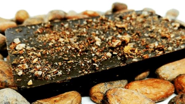 Tabletas chocolate negro 70% y flor de sal de gusano